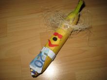 Banane mit Geldkrawatte